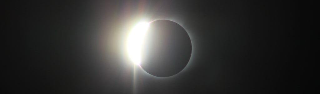Ocultamiento solar casi total por la acción de la Luna